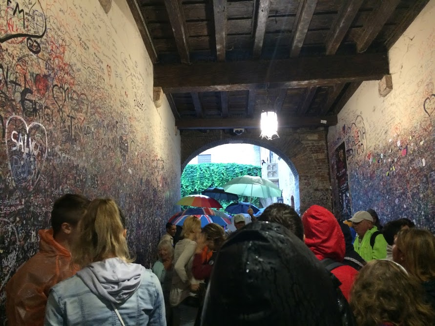 Alley to Juliet's Balcony in Verona